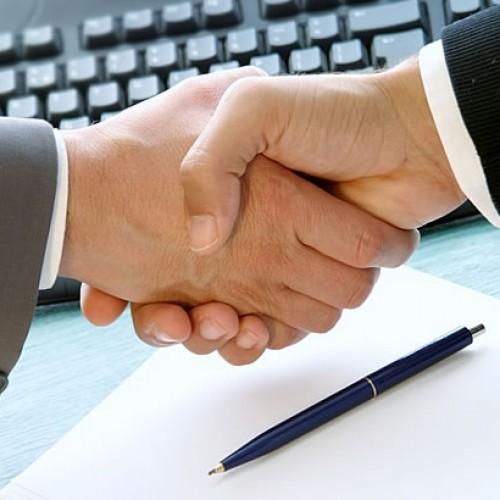 En una negociación, ¿deberías hacer tú la primera oferta?